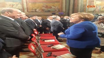 4 - Zingaretti e Merkel alla cerimonia di consegna della Lampada della Pace al re di Giordania