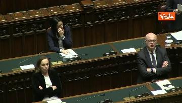 5 - Conte alla Camera tra deputati con la mascherina e ministri a distanza di sicurezza