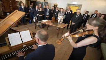 4 - Mattarella nel centro storico di Salisburgo, insieme al Presidente della Repubblica d'Austria