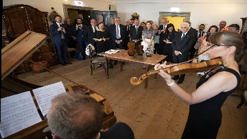 3 - Mattarella nel centro storico di Salisburgo, insieme al Presidente della Repubblica d'Austria