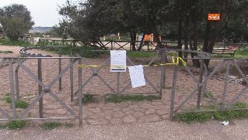 2 - Chiuso il parco della Caffarella a Roma. Nastri della Polizia alle entrate