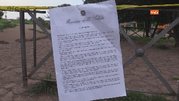 9 - Chiuso il parco della Caffarella a Roma. Nastri della Polizia alle entrate