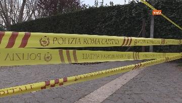 7 - Chiuso il parco della Caffarella a Roma. Nastri della Polizia alle entrate