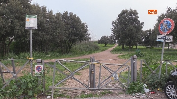 6 - Chiuso il parco della Caffarella a Roma. Nastri della Polizia alle entrate