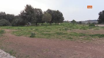 4 - Chiuso il parco della Caffarella a Roma. Nastri della Polizia alle entrate