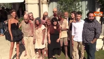 6 - L'invasione 'zombie' al Lido di Venezia, la performance per il documentario su Lucio Fulci
