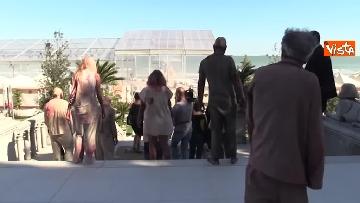 4 - L'invasione 'zombie' al Lido di Venezia, la performance per il documentario su Lucio Fulci