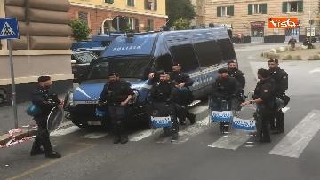 6 - Comizio Casapound a Genova, scontri tra antagonisti e polizia