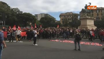 3 - Comizio Casapound a Genova, scontri tra antagonisti e polizia