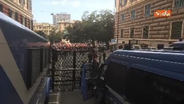 4 - Comizio Casapound a Genova, scontri tra antagonisti e polizia