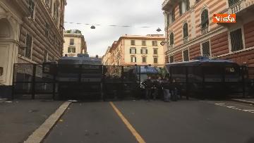 5 - Comizio Casapound a Genova, scontri tra antagonisti e polizia