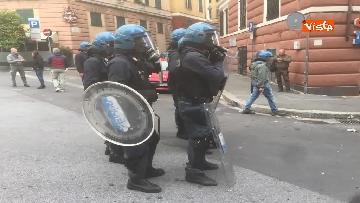 12 - Comizio Casapound a Genova, scontri tra antagonisti e polizia
