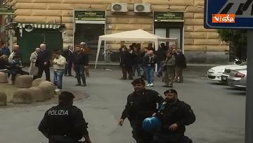 8 - Comizio Casapound a Genova, scontri tra antagonisti e polizia