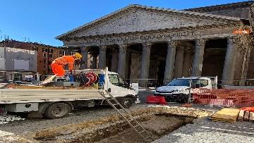 2 - Pantheon, torna alla luce la pavimentazione di epoca imperiale
