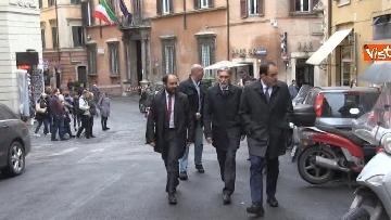 5 - Consultazioni, delegazione del PD passeggia tra i turisti per arrivare al Quirinale