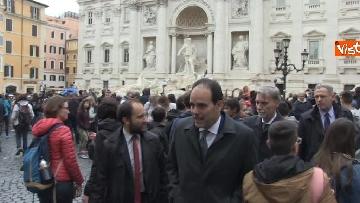 4 - Consultazioni, delegazione del PD passeggia tra i turisti per arrivare al Quirinale