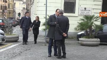 7 - Consultazioni, delegazione del PD passeggia tra i turisti per arrivare al Quirinale