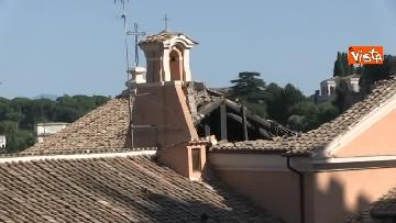 5 - Crolla tetto di una chiesa dietro al Campidoglio, le immagini dal luogo dell'incidente