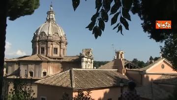 6 - Crolla tetto di una chiesa dietro al Campidoglio, le immagini dal luogo dell'incidente