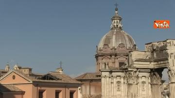8 - Crolla tetto di una chiesa dietro al Campidoglio, le immagini dal luogo dell'incidente