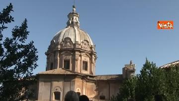 4 - Crolla tetto di una chiesa dietro al Campidoglio, le immagini dal luogo dell'incidente