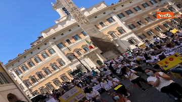 13 - Nidi privati, la protesta a Montecitorio contro il dl Rilancio