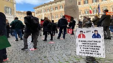 11 - Organizzatori di eventi scendono in piazza a Montecitorio. Le immagini della protesta