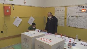 1 - Regionali Puglia, i baresi al voto tra mascherine e misure anti Covid. Le foto
