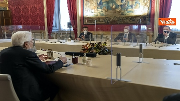 """1 - Consultazioni, Crimi (M5S) legge messaggio di un sindaco: """"Italiani sono stufi dei teatrini"""""""