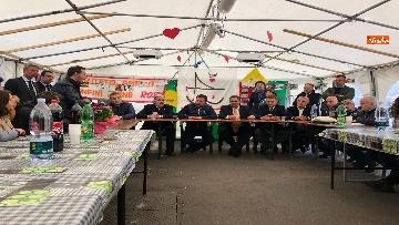 2 - Ponte Morandi, Salvini incontra gli abitanti ai confini della zona rossa