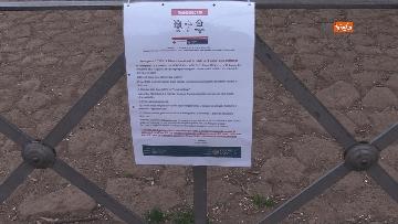 1 - Chiuso il parco della Caffarella a Roma. Nastri della Polizia alle entrate