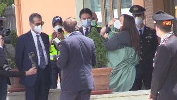 8 - Silvia Romano arriva all'aeroporto di Ciampino e abbraccia i genitori