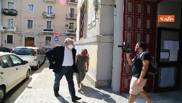 1 - Emiliano ha votato a Bari nell'Istituto scolastico