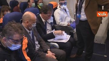 1 - In volo con il ministro Boccia e gli infermieri volontari che vanno al nord a combatter il covid