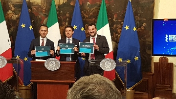 7 - Conte, Di Maio e Salvini presentano il decretone a Palazzo Chigi