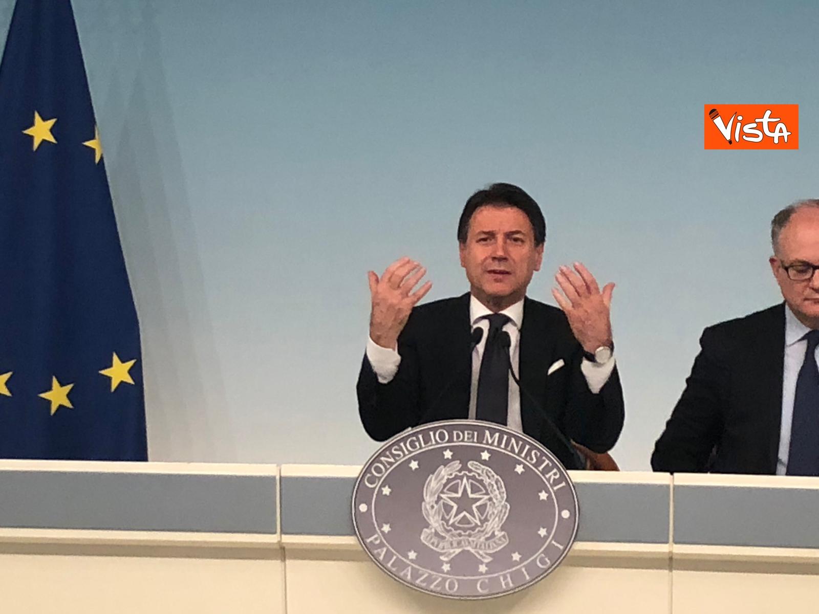 Conte e Gualtieri in conferenza stampa_07