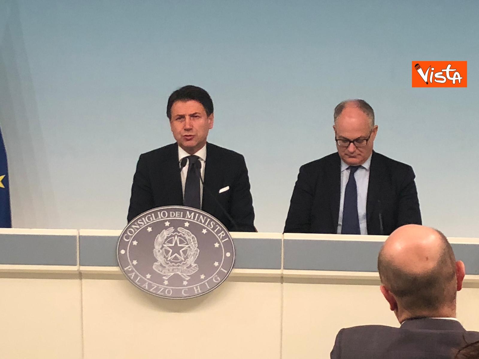 Conte e Gualtieri in conferenza stampa_08