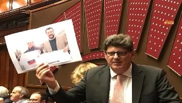 7 - Caso Russia, protesta del PD in Aula, i dem alzano foto di Salvini e Savoini insieme