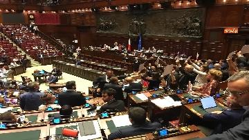 5 - Caso Russia, protesta del PD in Aula, i dem alzano foto di Salvini e Savoini insieme