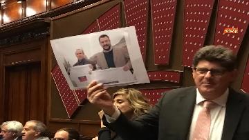 4 - Caso Russia, protesta del PD in Aula, i dem alzano foto di Salvini e Savoini insieme