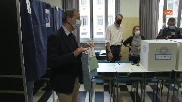 5 - Il sindaco di Milano Sala al voto per le amministrative. Le foto
