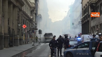 9 - Bus in fiamme in centro a Roma, via del Tritone nel caos