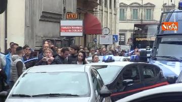 8 - Bus in fiamme in centro a Roma, via del Tritone nel caos