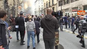 3 - Bus in fiamme in centro a Roma, via del Tritone nel caos