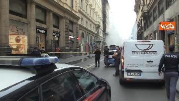 7 - Bus in fiamme in centro a Roma, via del Tritone nel caos