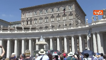 4 - L'Angelus di Papa Francesco in Piazza San Pietro