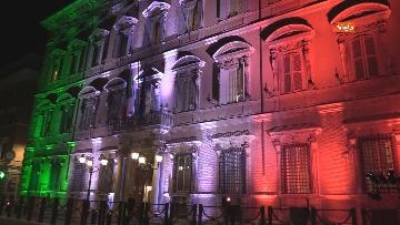 8 - Palazzo Madama illuminato con il tricolore
