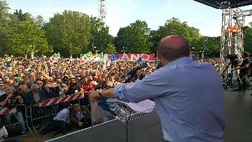 2 - Europee, Zingaretti conclude la campagna elettorale a Milano