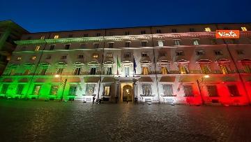 1 - Il tricolore proiettato sulla facciata di Palazzo Chigi per Unita' d'Italia e contro il Coronavirus