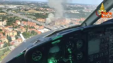 1 - Due camion a fuoco, un morto, chiusa l'A14 a Bologna